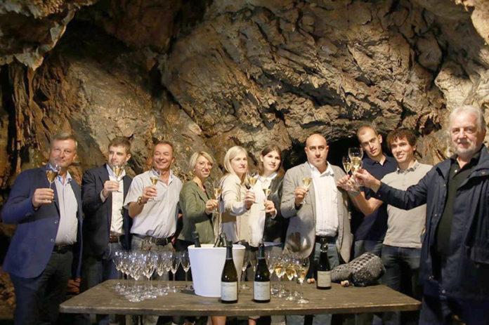 Le bottiglie di Alta Langa si affinano... in grotta
