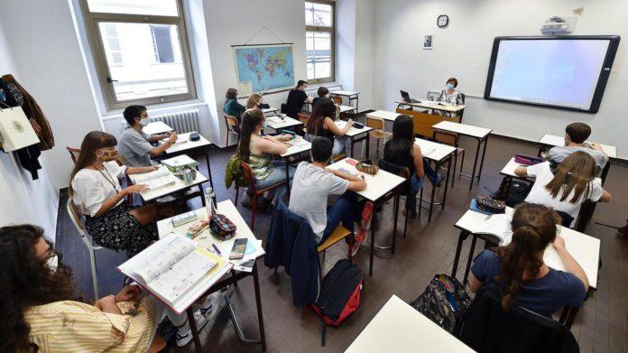 «Riaprite le scuole: siamo preoccupati per la salute mentale dei ragazzi»