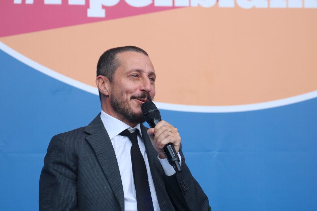 Luca Bizzarri chiude la prima giornata del Festival: «I no-vax? Alla prima prova, si sono rivelati quattro gatti» - LA DIRETTA