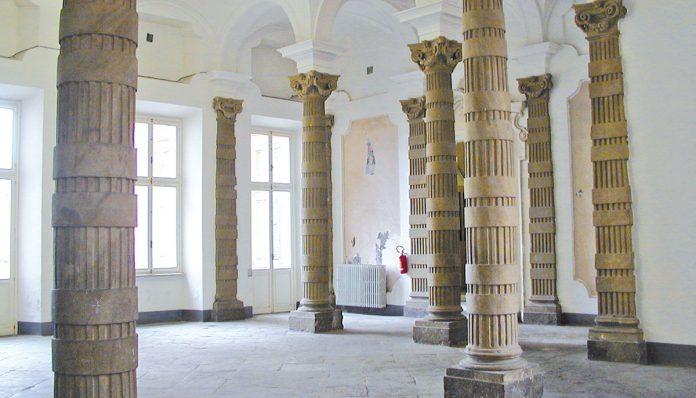 atrio del tribunale di Mondovì